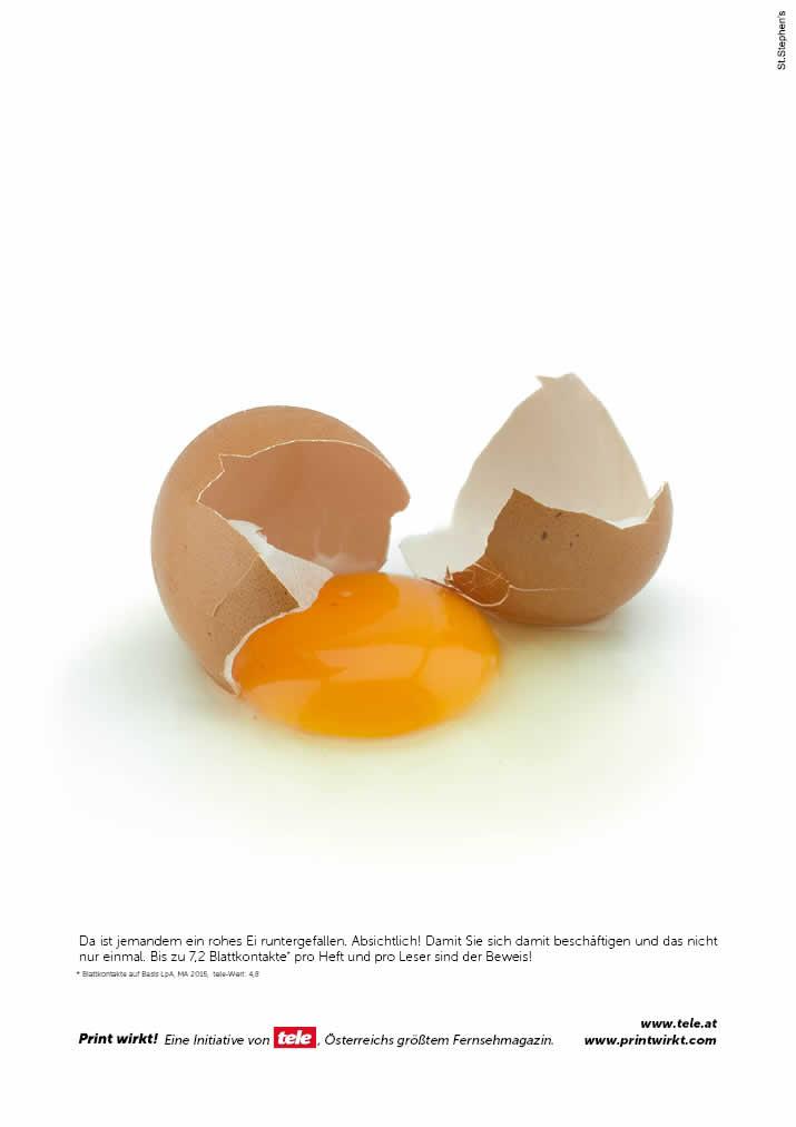 Heruntergefallenes rohes Ei